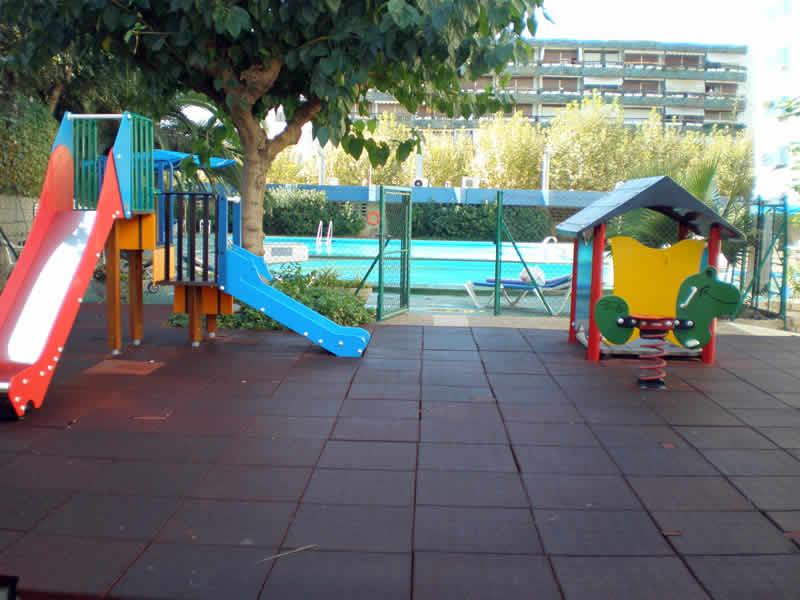 Apartments Alborán - Children's play area