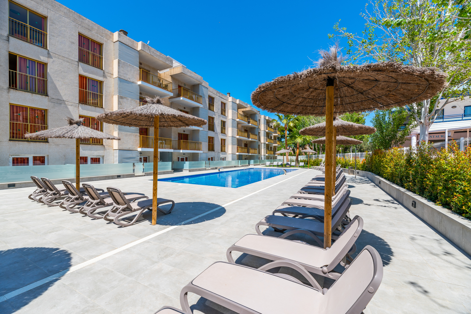 Apartments Pins Marina Cambrils - Solarium with free sun loungers